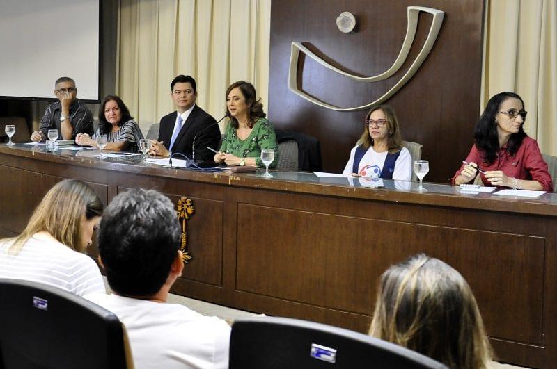 Luta pela regulamentação da jornada dos enfermeiros é debatida na Assembleia Legislativa