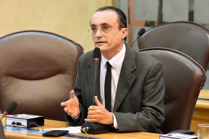 Deputado Souza denuncia atraso na emissão da licença para pesca