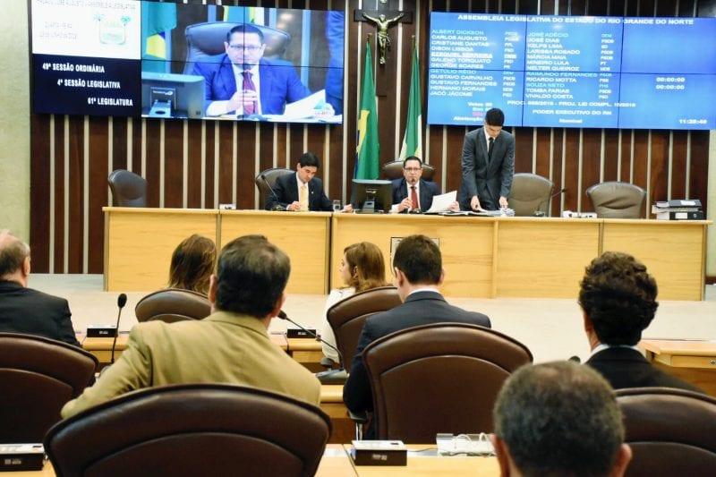 Assembleia aprova antecipação dos royalties e contas de Robinson e Rosalba