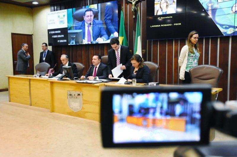 Deputados derrubam veto do Governo e inativos da UERN serão pagos pela folha