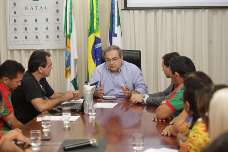 Prefeito Álvaro Dias recebe representantes dos agentes de Saúde
