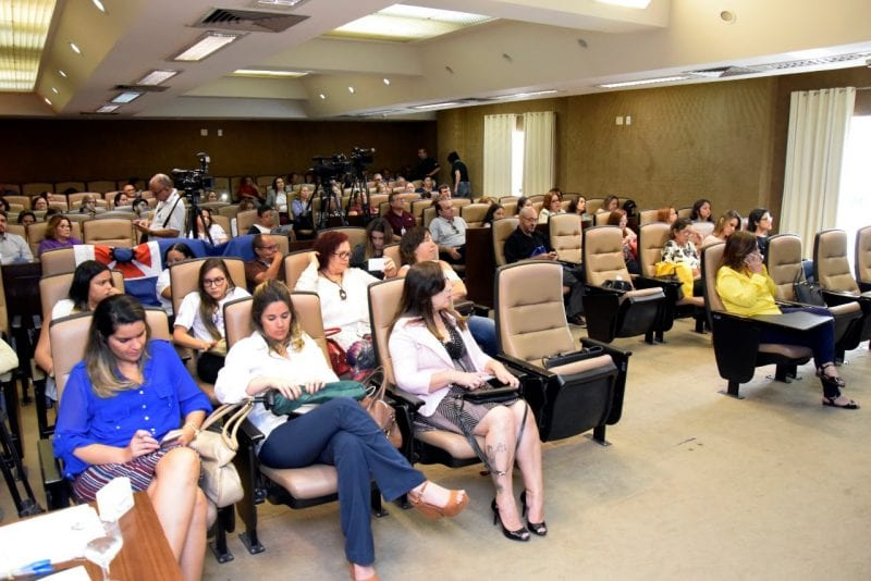 Assembleia discute desafios para cumprimento da Lei Maria da Penha no RN