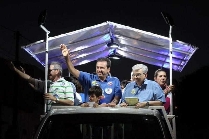 Carlos Eduardo recebe apoio popular em carreata na Zona Oeste de Natal