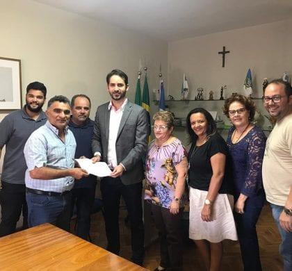Carlos Eduardo reafirma compromisso com a UERN na assinatura de carta entregue à Frente Parlamentar de Defesa