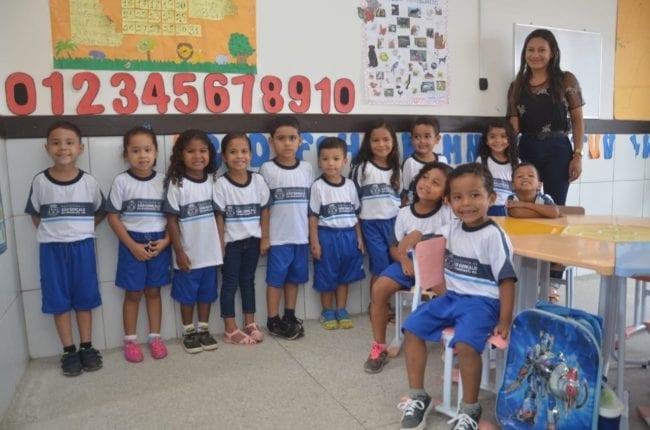 Prefeitura de São Gonçalo inicia entrega de fardamento escolar para alunos da rede municipal de ensino