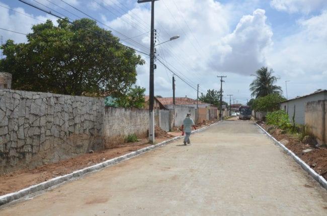 Obras de pavimentação são entregues à população do bairro Jardim Petrópolis