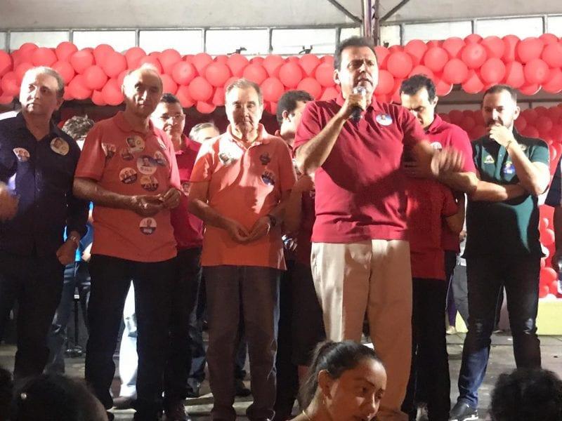 No Alto Oeste, Carlos Eduardo recebe apoio popular e denuncia uso eleitoreiro de hospitais