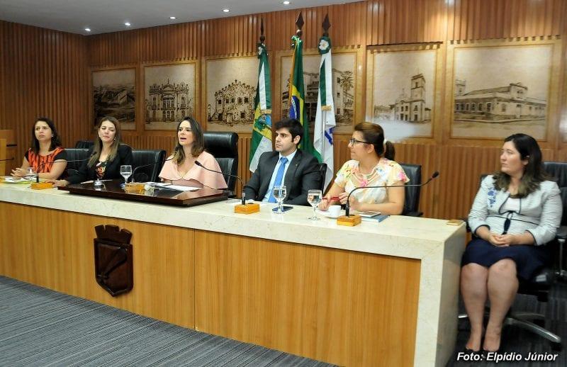Comissão debate inclusão de alunos com deficiência nas escolas