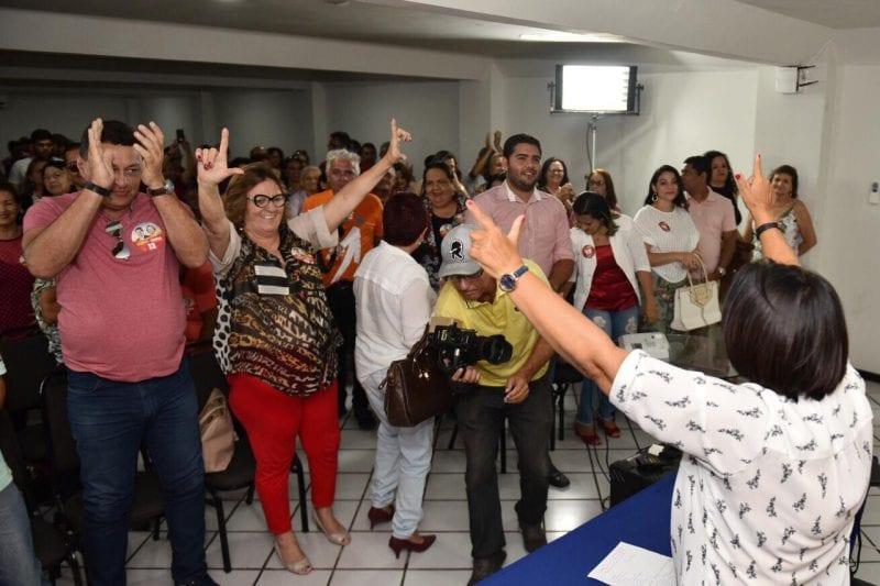 Fátima se reúne com artesãos e promete lugar pela regulamentação do artesanato