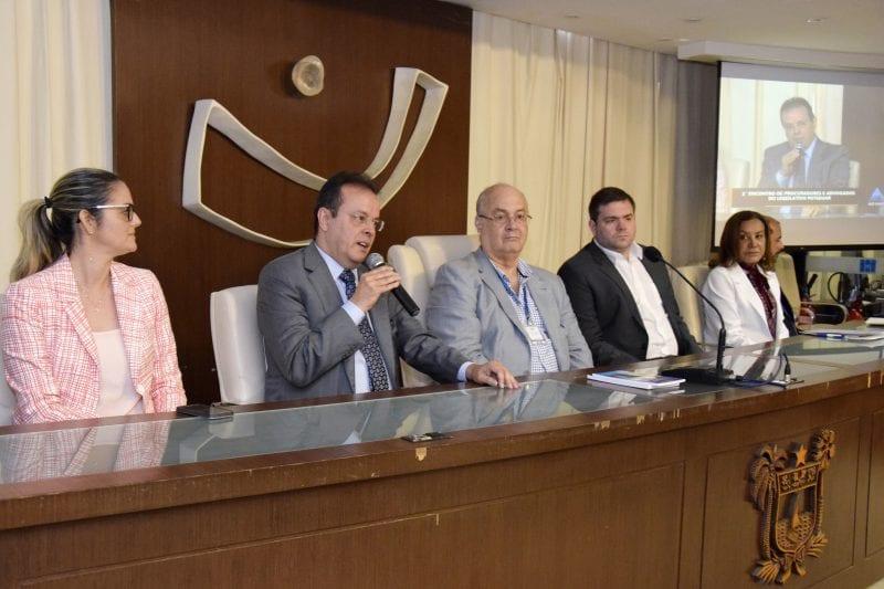 Assembleia Legislativa discute atuação de procuradores e advogados legislativos
