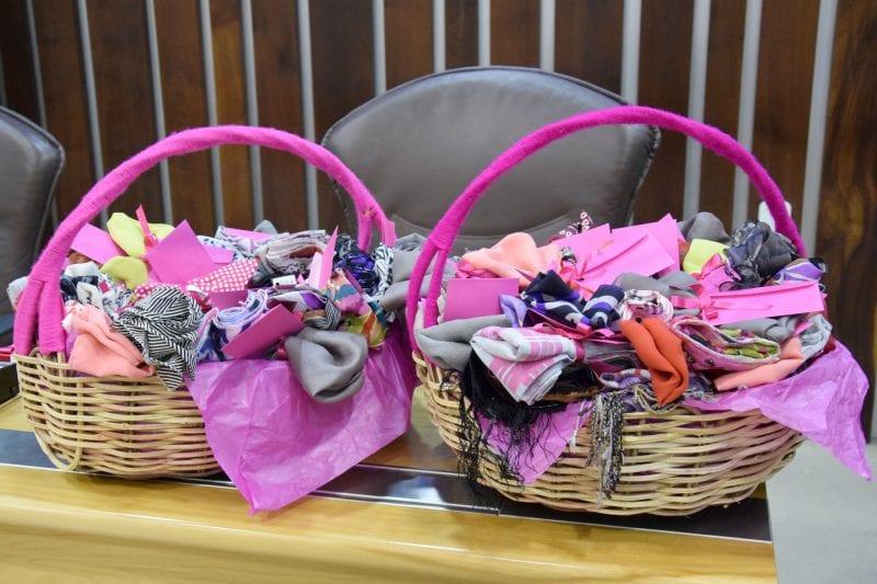Assembleia faz doação de lenços para grupo que atende mulheres com câncer