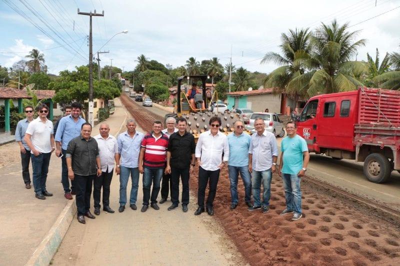 Governador inspeciona obras de recuperação da estrada para Pipa