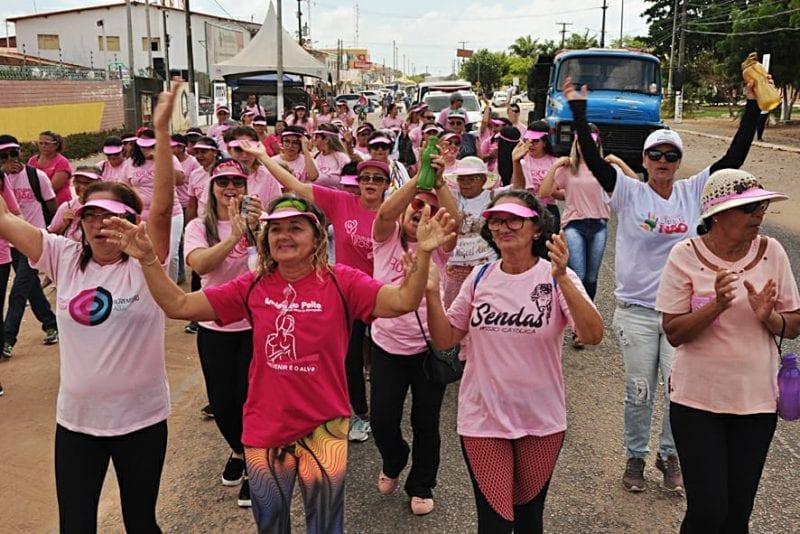 Prefeitura de Extremoz realiza caminhada em homenagem ao Outubro Rosa