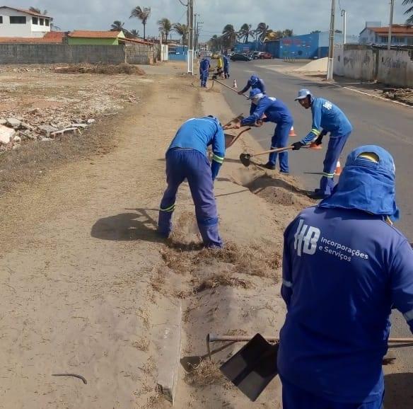Prefeitura de Extremoz realiza serviços na via litorânea