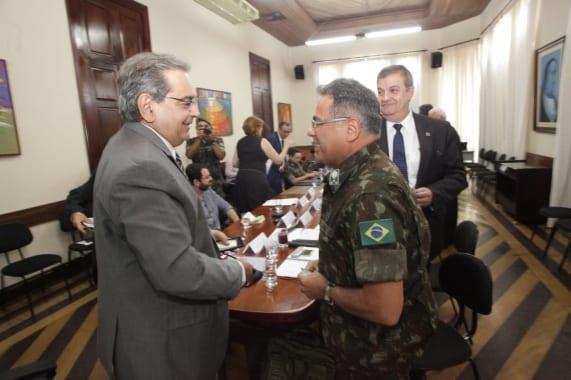 Prefeito recebe representantes do Exército para discutir propostas sobre ZPA-7