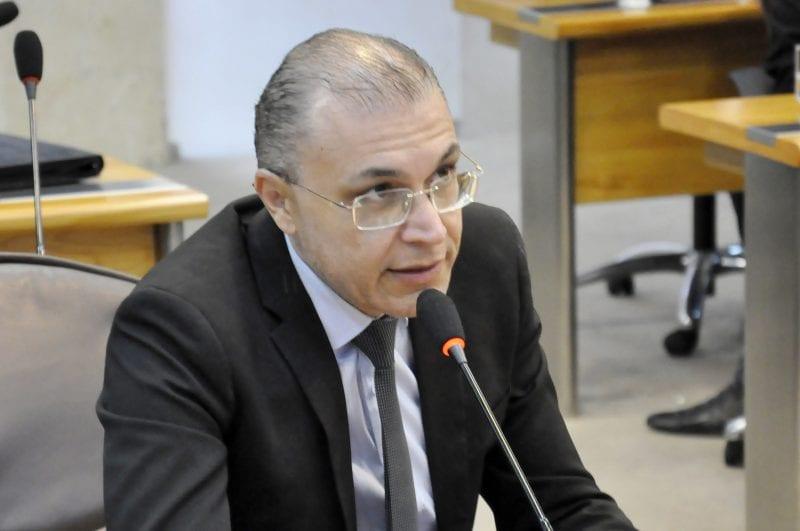 Deputado Albert Dickson solicita reforma estrutural em escola de Natal