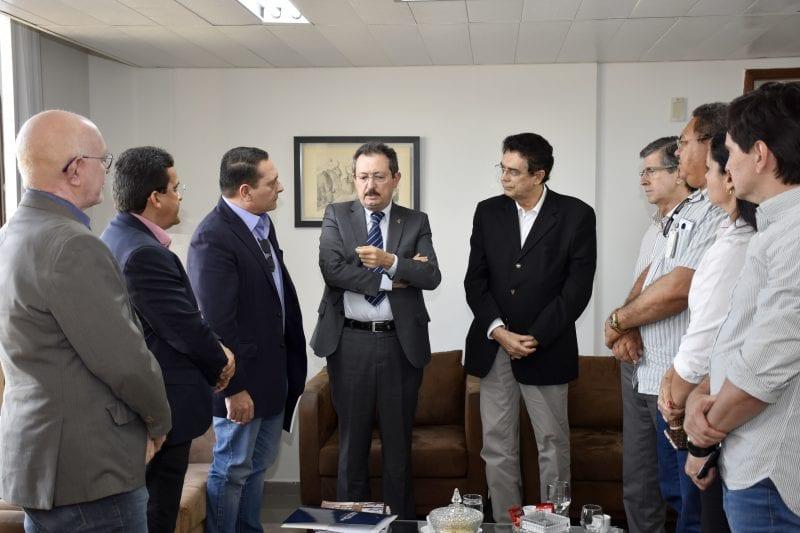 Presidente da Assembleia viabiliza reunião para debate de pleitos de prefeitos no TCE