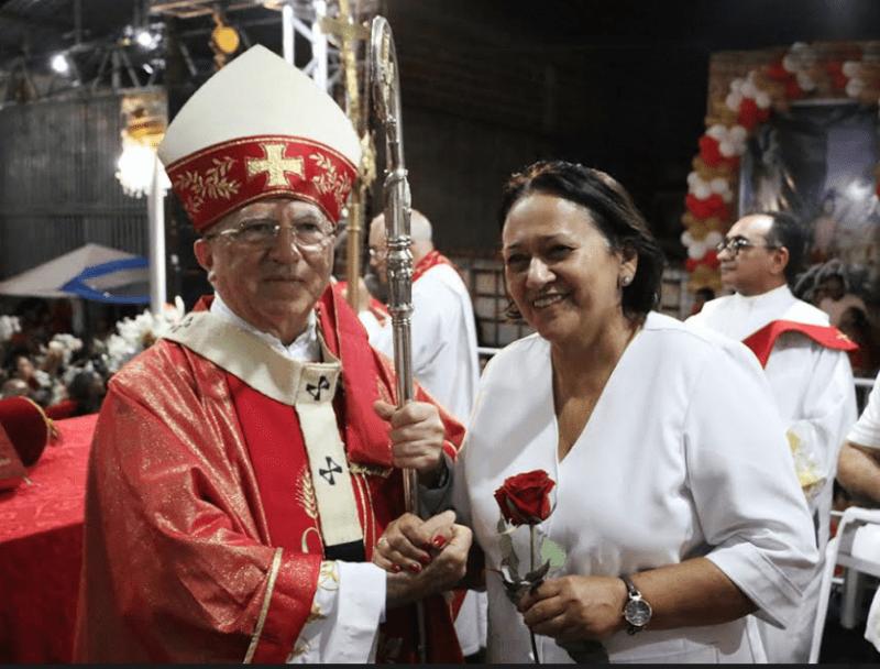Governadora participa da procissão de São Sebastião, no bairro do Alecrim