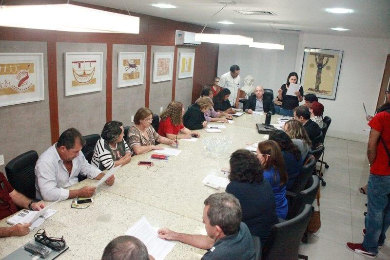 Governo do Estado e servidores chegam a acordo sobre pagamento de salários