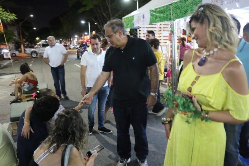 Prefeito confere adesão do público ao Mercado Bem-te-vi