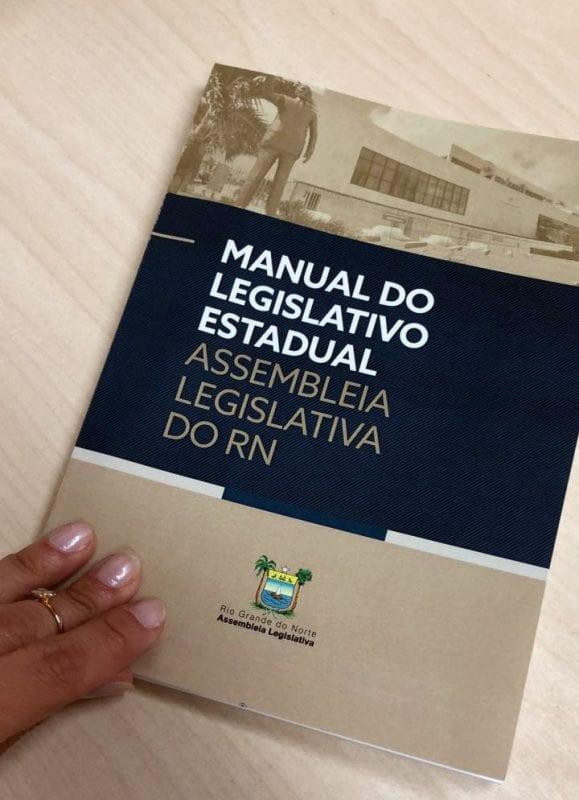 Assembleia lança Manual do Legislativo Estadual durante posse dos parlamentares