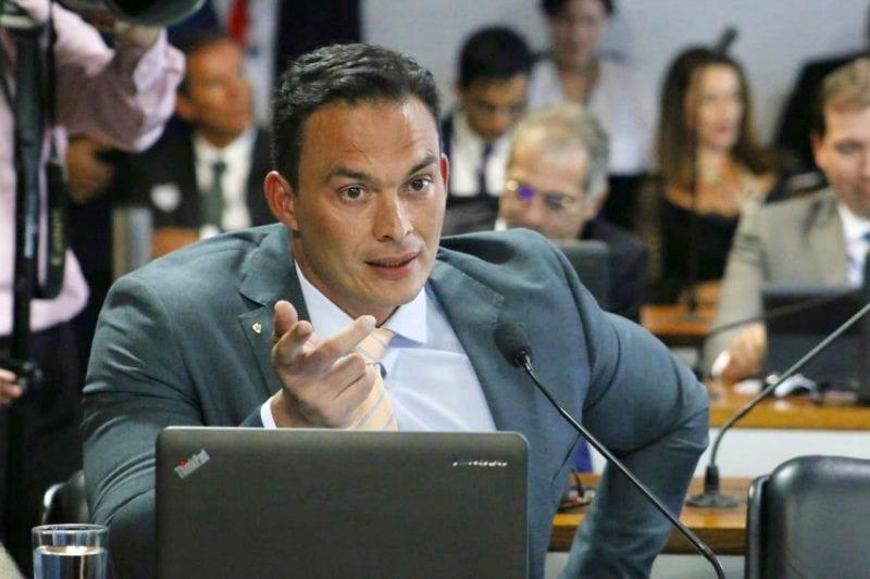 Senadores cobram oficialmente explicações sobre compra de respiradores