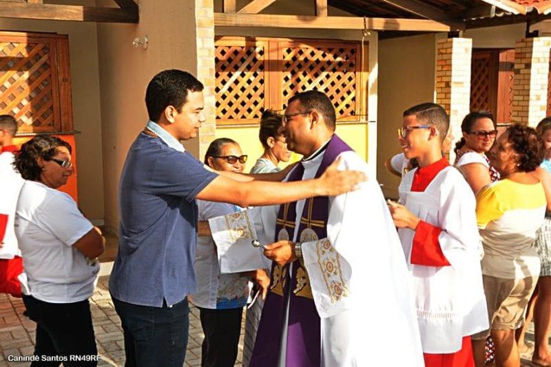 Permissionários e fiéis comemoram novos quiosques de Pitangui