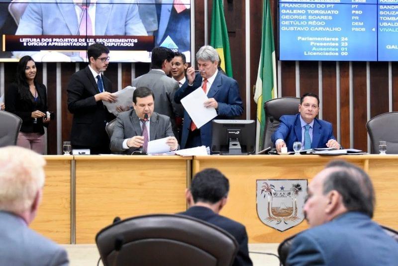 Deputados começam a definir líderes de blocos parlamentares e partidos