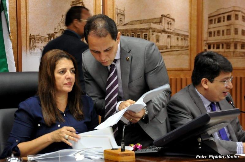 Vereadora Nina Souza assume presidência da CMN