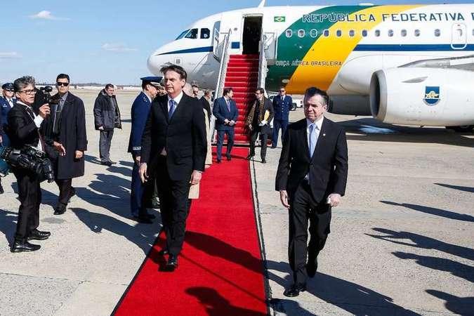 'Começo de uma parceria pela liberdade e prosperidade', diz Bolsonaro ao chegar em Washington