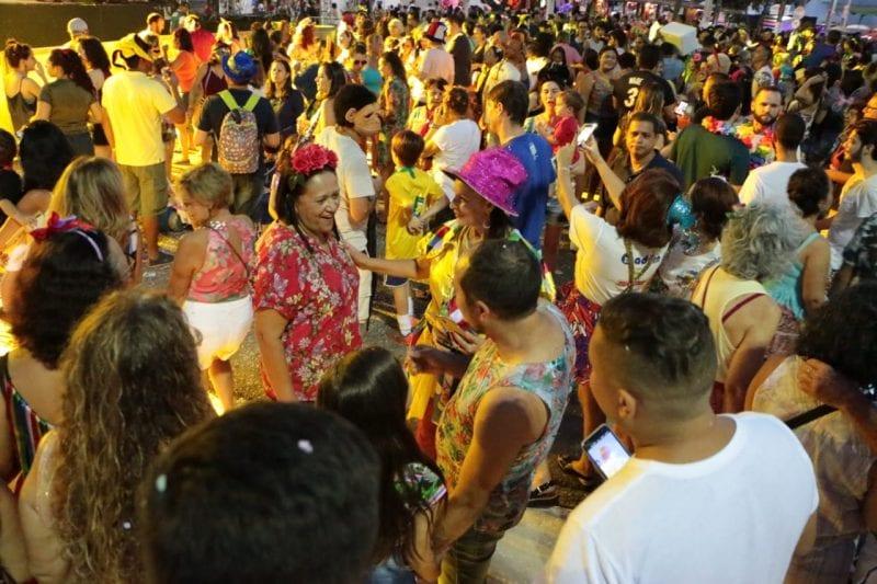 Governadora Fátima Bezerra no carnaval de Ponta Negra