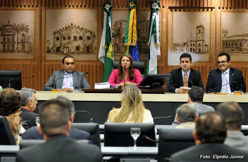 Vereadores debatem proposta de correção salarial dos servidores municipais