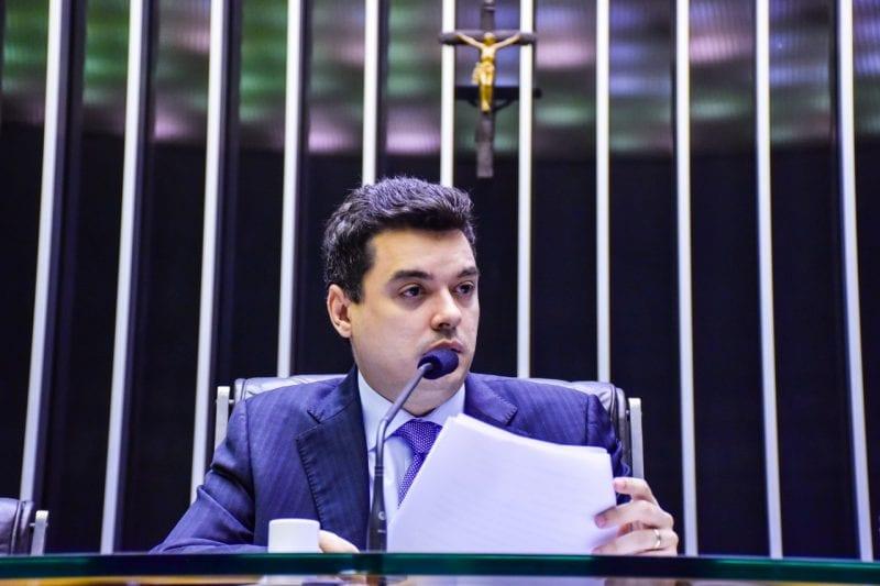 No plenário da Câmara, Walter Alves volta a cobrar novo pacto federativo