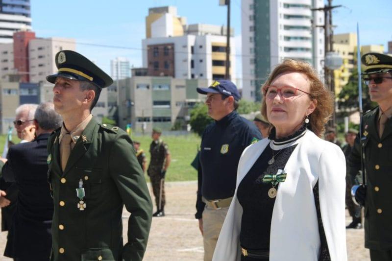 Senadora Zenaide recebe homenagem durante cerimônia realizada pelo Exército Brasileiro