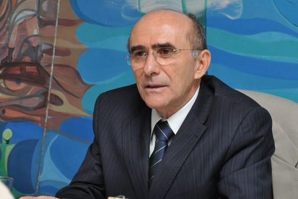 Ex-reitor Ivonildo Rego é absolvido no processo de improbidade administrativa