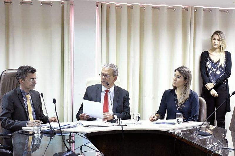 Comissão de Educação terá mais prazo para avaliar  presença de dentista em hospital