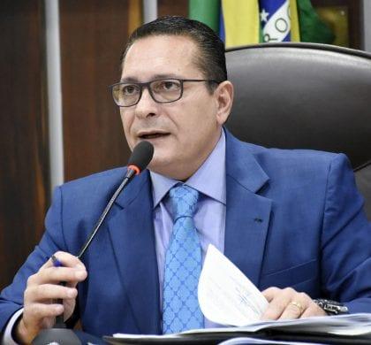 Deputado Ezequiel externa preocupação e busca normalidade para região Central
