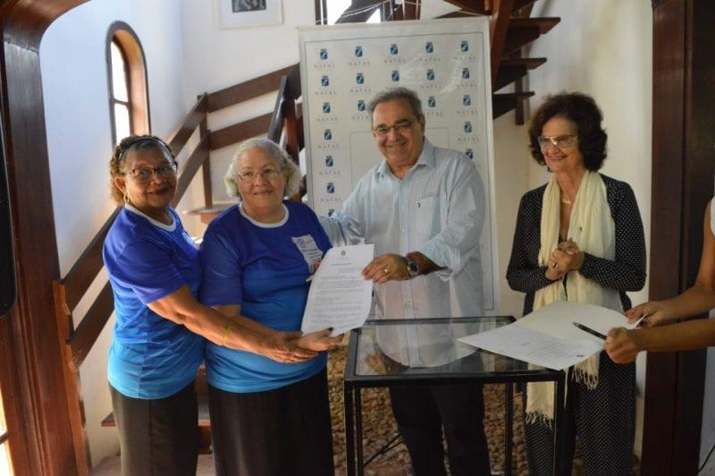 Prefeito Álvaro Dias assina Lei de cessão de área para construção da sede da ARPI