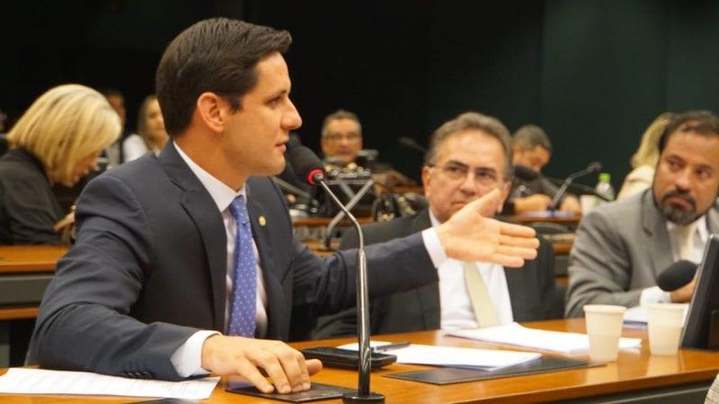 """""""Transformaram o estado em uma ilha"""", aponta Rafael Motta sobre preço das passagens"""