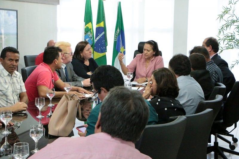 Rádios comunitárias pedem apoio ao governo do Estado