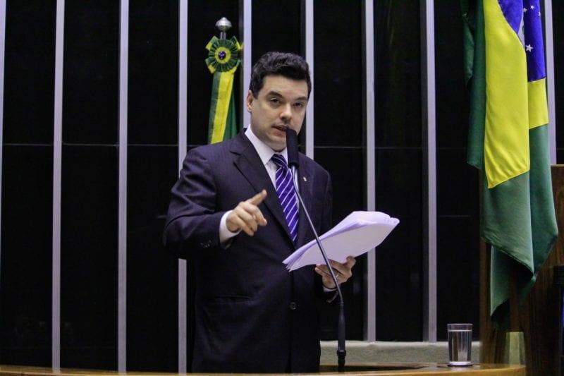 Em pronunciamento na Câmara, Walter Alves cobra revogação de cortes na educação