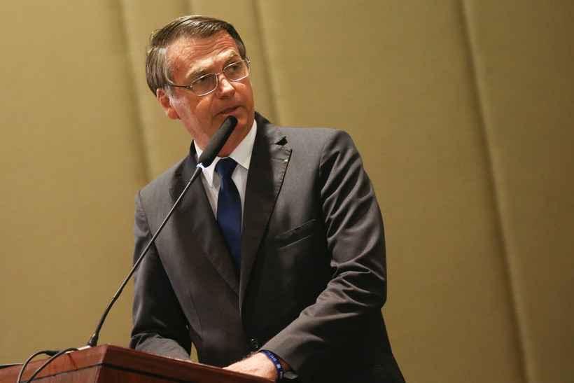 Bolsonaro diz que vetará gratuidade de bagagens em viagens aéreas