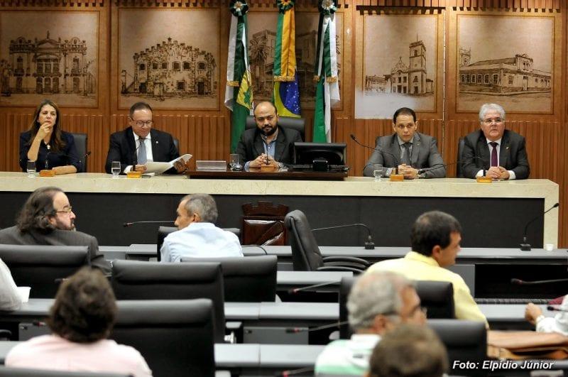 """Comissão de Planejamento Urbano aprova """"botão de pânico"""" nos ônibus municipais"""