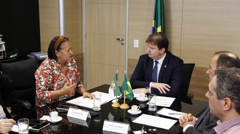 Governadora pede à União que mantenha recursos para avenida Engenheiro Roberto Freire