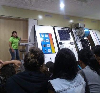 Estudantes de São Gonçalo realizam aula de campo em parque eólico