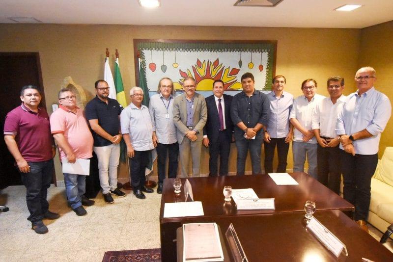 Deputado Ezequiel Ferreira reúne prefeitos para apresentar demandas à Caern