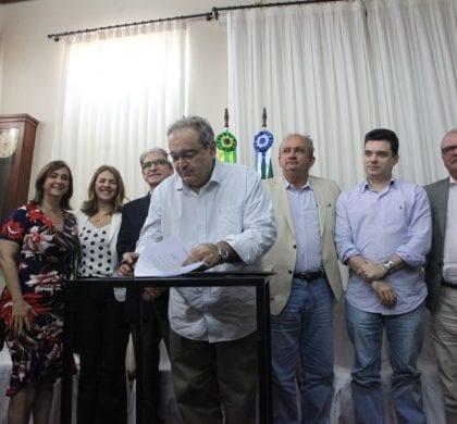 Prefeito Álvaro Dias sanciona a Lei Geral da Micro e Pequena Empresa
