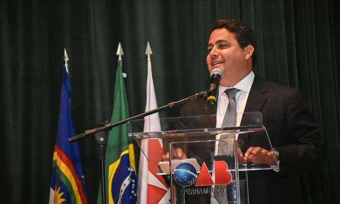 Presidente da OAB diz que vai à Justiça pedir esclarecimentos de Bolsonaro