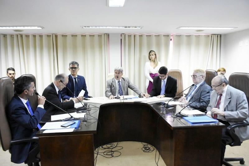 Matéria sobre cessão de professores e técnicos da UERN é baixada em diligência