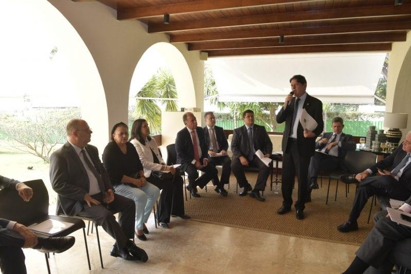 Governadores e senadores discutem pacto federativo